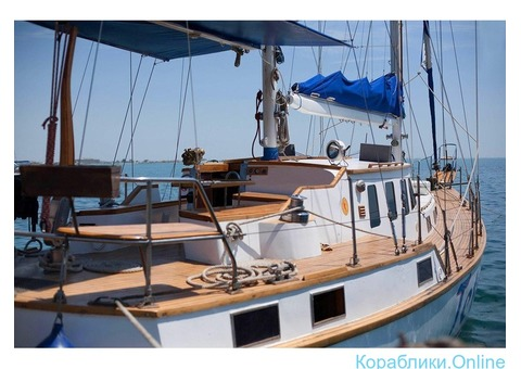 Парусно-моторная яхта, аренда с капитаном.