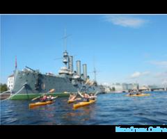 Прогулки на байдарках по Неве, к крейсеру Аврора