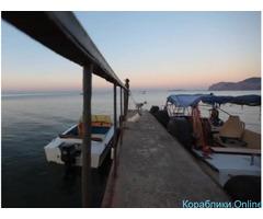 Морская рыбалка с катера в море