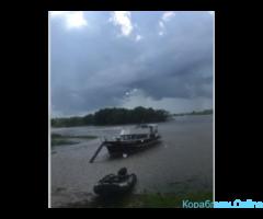 Прогулки по реке на двухпалубной яхте